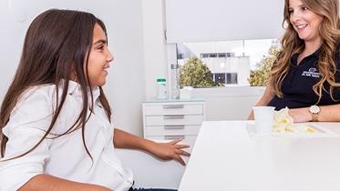 A Terapia da Fala é responsável por diagnosticar e tratar patologias associadas à Linguagem, Fala, Voz, Respiração, Mastigação e Deglutição.