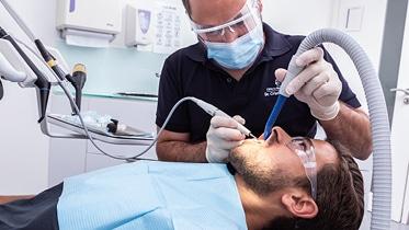 O Higienista Oral é um profissional de Diagnóstico e Terapêutica que cuida da Remoção de tártaro, Placa Bacteriana e Pigmento dentário.