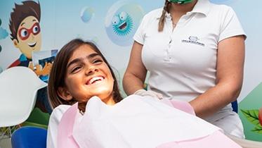 A Odontopediatria trata as doenças da cavidade oral das crianças, de modo também a educá-las e motivá-las para a higiene oral.