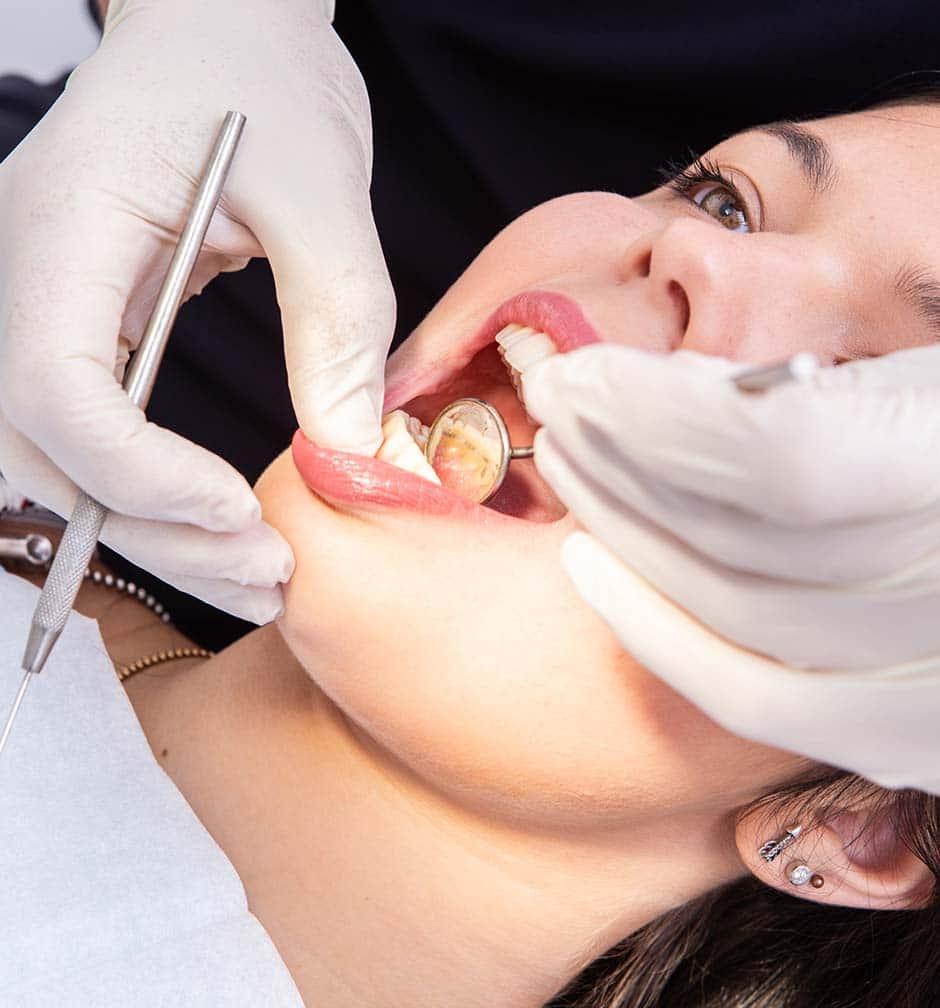 A Medicina Dentária Generalista é responsável pela anamnese médica e dentária e exame clínico intra e extra oral.